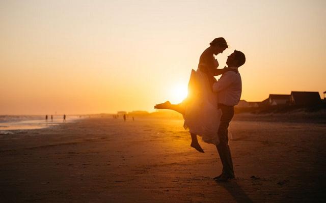 Cách đơn giản nhất trong tình yêu chính là cố gắng trân trọng tình cảm mà mình đang có