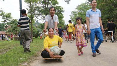 Photo of Chồng đưa vợ bại liệt từ Cần Thơ ra Đền Hùng dâng hương: 'Giờ chết chúng tôi cũng mãn nguyện rồi'