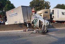 Photo of Xe container mất lái gây tai nạn liên hoàn khi dừng đèn đỏ