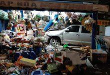 Photo of Ô tô tông xe máy rồi lao vào cửa hàng tạp hoá khiến 3 người gặp hoạ
