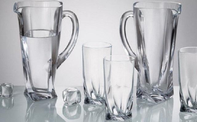 Thủy tinh là một chất rắng được hình thành từ vật chất