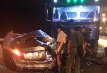 Photo of Ô tô con vượt ẩu đâm trực diện xe tải làm 5 người thương vong