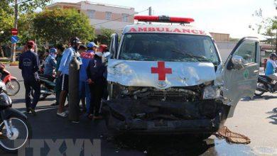 Photo of Vượt đèn đỏ, xe cứu thương đâm ôtô bán tải khiến 3 người bị thương