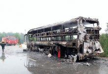Photo of Xe giường nằm bốc cháy trơ khung, 30 hành khách thoát chết trong gang tấc
