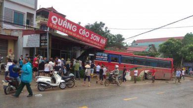 Photo of Phú Thọ: Xe khách lao vào nhà dân sau pha va chạm với xe tải đi ngược chiều