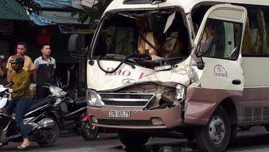 Photo of Xe khách vượt đèn đỏ đâm đuôi xe tải, tài xế mắc kẹt trên ghế lái