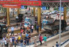 """Photo of BOT Hoà Bình – Hoà Lạc """"thất thủ"""" ngày thứ 8, tài xế đòi miễn giảm phí"""