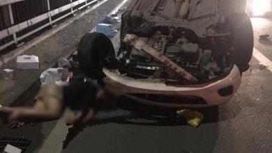Photo of Cô gái văng ra khỏi xe, nằm bất tỉnh trên cầu Nhật Tân sau cú đâm vào đuôi xe bồn