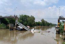 Photo of Sập cầu ở Cao Lãnh, nhiều người may mắn thoát chết trong gang tấc