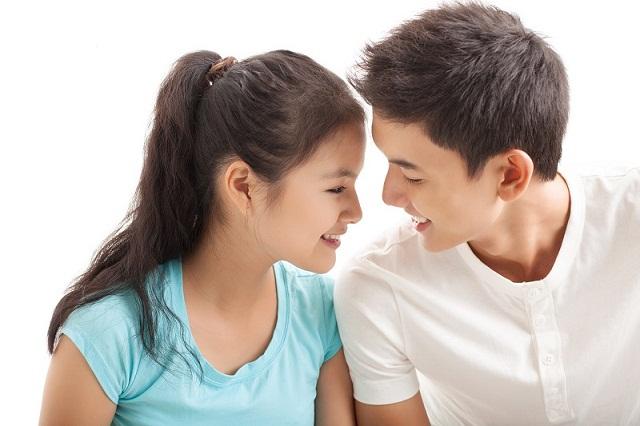 """Vì đến với cô gái không phải thành thật nên chàng trai chẳng ngại """"đòi hỏi"""""""