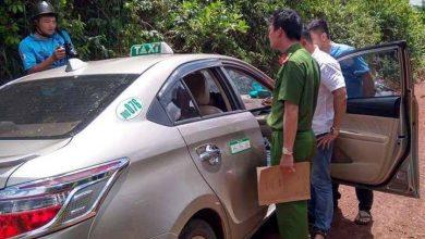 """Photo of Tài xế xe taxi bị vị """"khách"""" kề dao vào cổ cướp tài sản"""