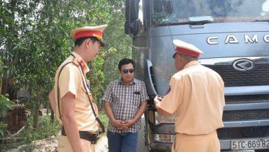 Photo of Phạt 18 triệu đồng, tước GPLX tài xế ô tô chở quá tải còn đe dọa CSGT