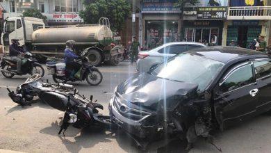 Photo of Ô tô 'điên' đâm liên hoàn xe bồn và 2 xe máy, tài xế thương nặng