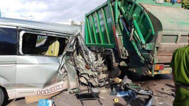Photo of Tài xế ngủ gục, xe khách đâm thẳng vào xe rác bên đường, hơn 10 người thoát nạn
