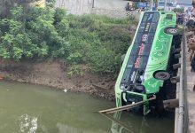 Photo of Xe khách lao xuống sông ở Thanh Hóa, ít nhất 6 người thương vong