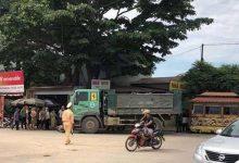 Photo of Xe máy chở 4 va chạm ô tô tải khiến 2 người tử vong thương tâm