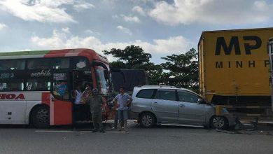 Photo of Xe 7 chỗ bị kẹp nát trên quốc lộ 1, nhiều người may mắn thoát chết
