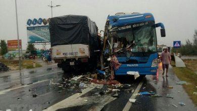 Photo of Tai nạn liên hoàn khiến 2 ô tô biến dạng, nhiều hành khách kêu cứu dưới mưa