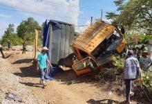 Photo of Tàu SE2 tông xe tải bay xa 5m khiến tài xế tử vong