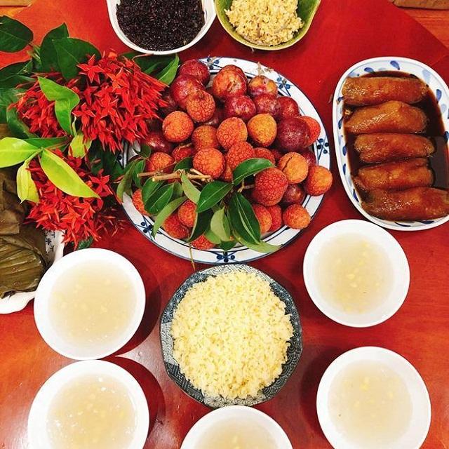 Mâm cúng Tết Đoan Ngọ của người Việt