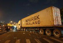 Photo of Xe container mất lái, lao vào một gia đình khiến cháu trai 4 tuổi chết thảm