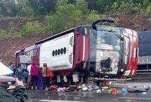 Photo of Xe khách bất ngờ lật trên quốc lộ 1A khiến 4 người nhập viện