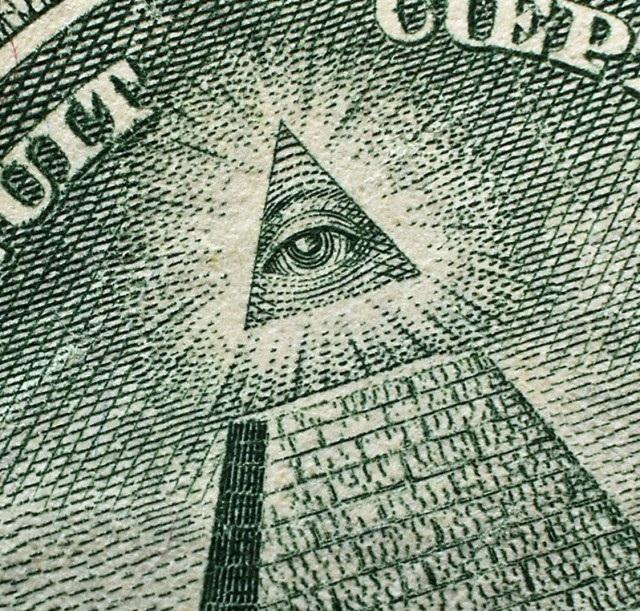Thuyết âm mưu là gì? Những sự thật đáng sợ nổi tiếng có thật
