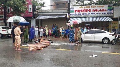 Photo of Va vào ô tô đang mở cửa, người phụ nữ chết thảm dưới bánh xe tải