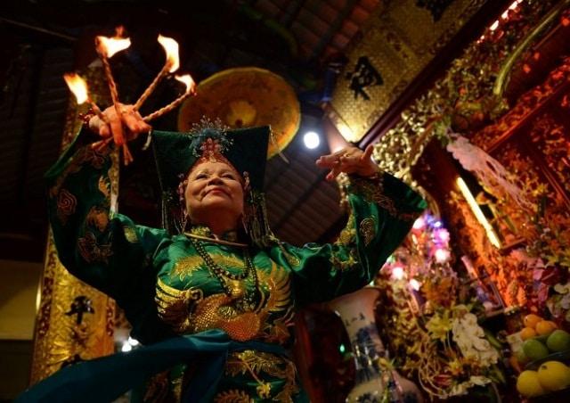 Di sản văn hóa là những giá trị văn hóa có từ xa xưa, tồn tại đến ngày nay và còn giữ nguyên giá trị trong tương lai