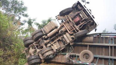 Photo of Tước bằng lái 3 tháng đối với lái xe khách vượt ẩu, chèn ép khiến xe container bị lật