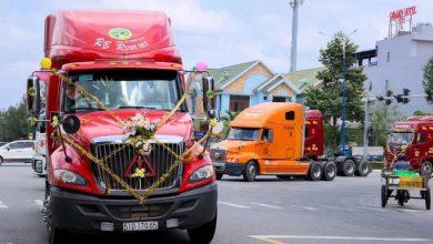 Photo of Chú rể chơi sốc: Rước dâu bằng đoàn xe đầu kéo container