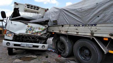Photo of Xe tải nát cabin vì tông trúng xe cẩu đang dừng