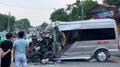 Photo of Ôtô 16 chỗ nát đầu sau khi đâm trực diện xe tải, 2 tài xế nhập viện cấp cứu