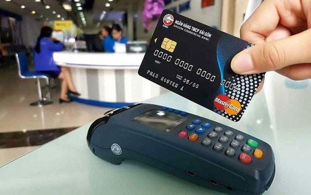 Bạn có thể thực hiện rút tiền bằng thẻ tín dụng tại trụ ATM