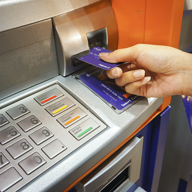 Bạn có thể sử dụng thẻ tín dụng để thanh toán bằng máy POS