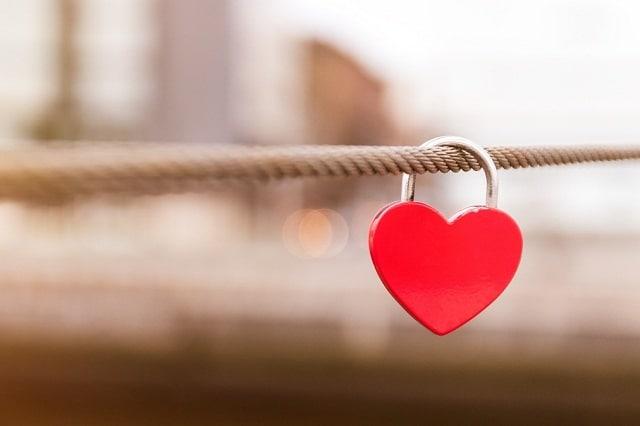 Tình yêu là gì? Như thế nào là một tình yêu đích thực?