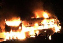 Photo of Xe khách bất ngờ bị cháy khi đang lưu thông trên đường Hồ Chí Minh