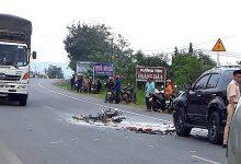 Photo of Xe máy bốc cháy sau cú đâm vào ô tô khiến một người thiệt mạng