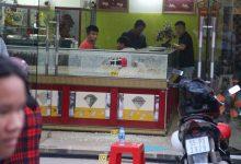 Photo of VIDEO: Hai tên cướp nổ súng cướp tiệm vàng ở Sài Gòn