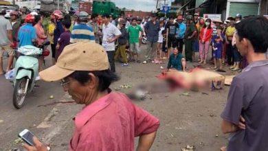 Photo of VIDEO: Thùng container văng xuống đường làm 2 vợ chồng thương vong