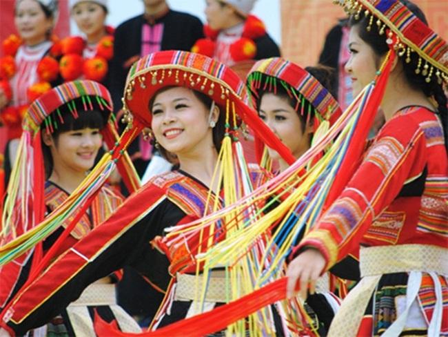 Theo Chủ tịch Hồ Chí Minh, văn hóa là sự tổng hợp của mọi phương thức sinh hoạt