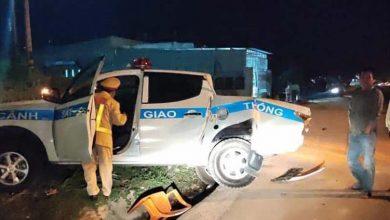 Photo of Video: Tài xế say rượu chạy tốc độ cao tông xe CSGT bay qua mương