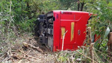 Photo of Xe khách lật xuống vực ở Đà Lạt, 15 du khách thoát nạn trong gang tấc