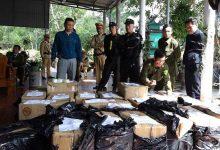 Photo of Bắt giữ 2 cha con tàng trữ gần 1 tấn pháo lậu