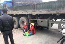 Photo of Bé 5 tuổi bị container cán tử vong trên QL5 khi đi chơi Noel với mẹ