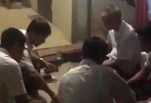 Photo of Bí thư, phó chủ tịch xã đánh bài ăn tiền ngay tại trụ sở
