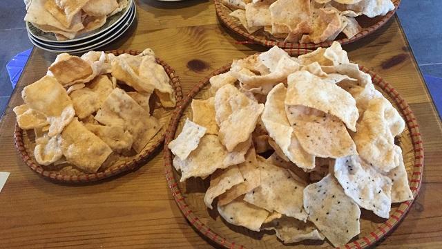 Bánh phồng tôm Cà Mau là một đặc sản mà được rất nhiều người dân cả nước biết đến