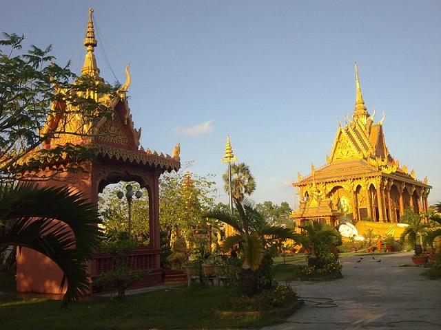 Chùa có lối kiến trúc khá độc đáo mang đậm nét văn hóa của người dân Khmer