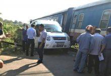 Photo of Cố tình vượt rào chắn, ô tô va chạm tàu hỏa khiến 5 người bị thương