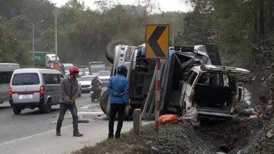 Photo of Xe container nổ lốp đâm trực diện xe khách  khiến 7 người nhập viện
